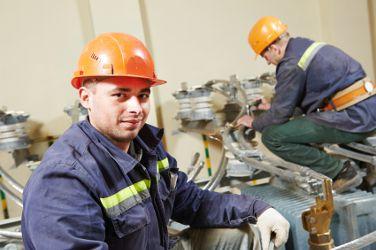 electrotechniciens, des techniciens spécialisés en électricité industrielle